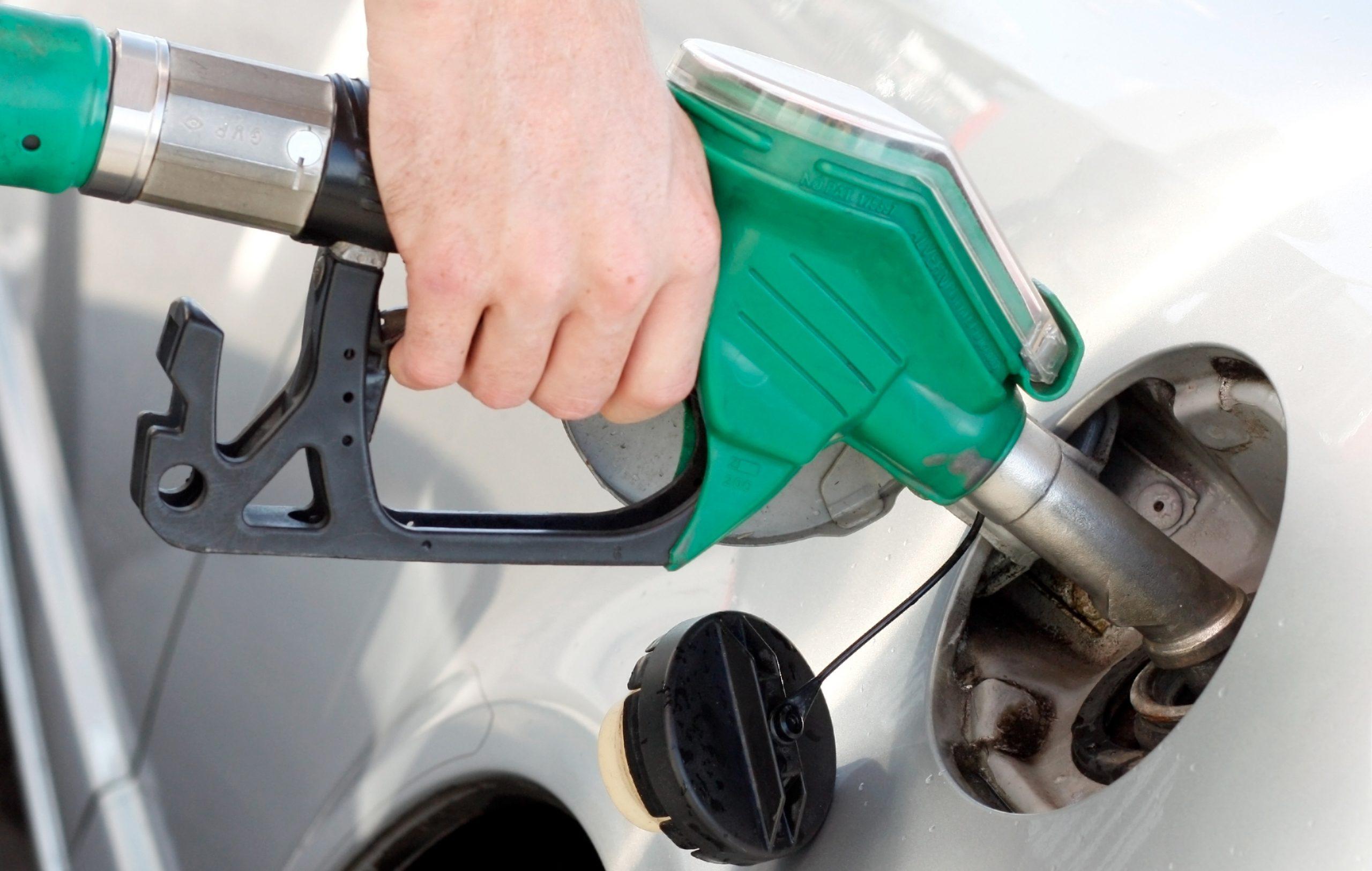 Saiba fazer seu carro gastar menos combustível